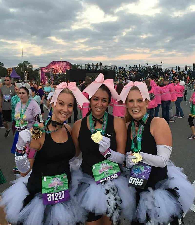 Disney Princess Enchanted 10K Recap - My favorite race during Disney's Princess Half Marathon Weekend. Thinking about running with girlfriends? This is the perfect runDisney race for you!