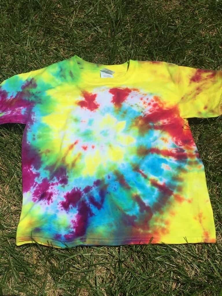 How To Tie Dye t-shirts in a swirl pattern