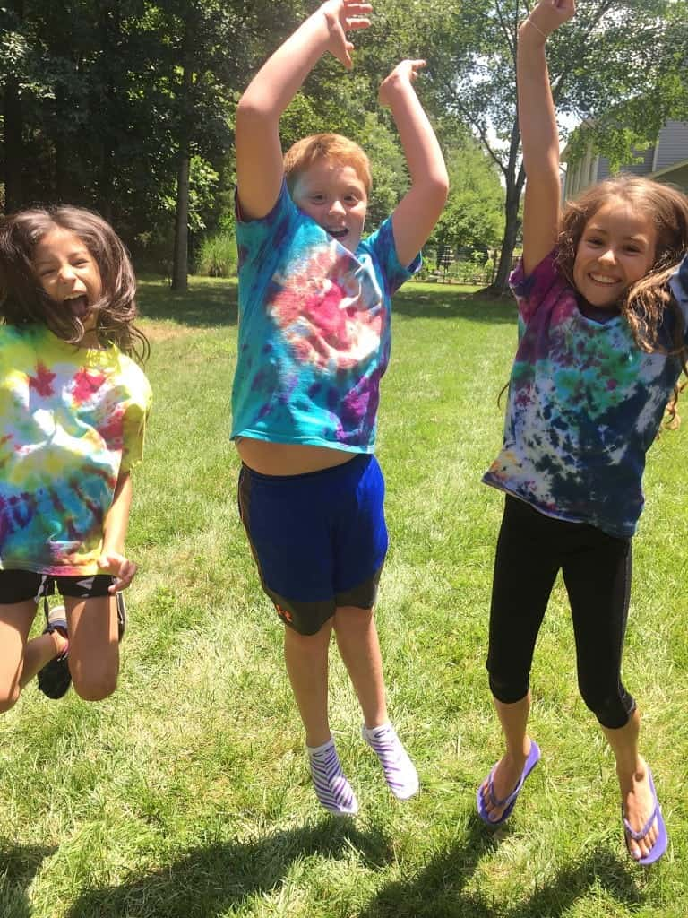 How to Tie Dye Shirts with kids in the summer!