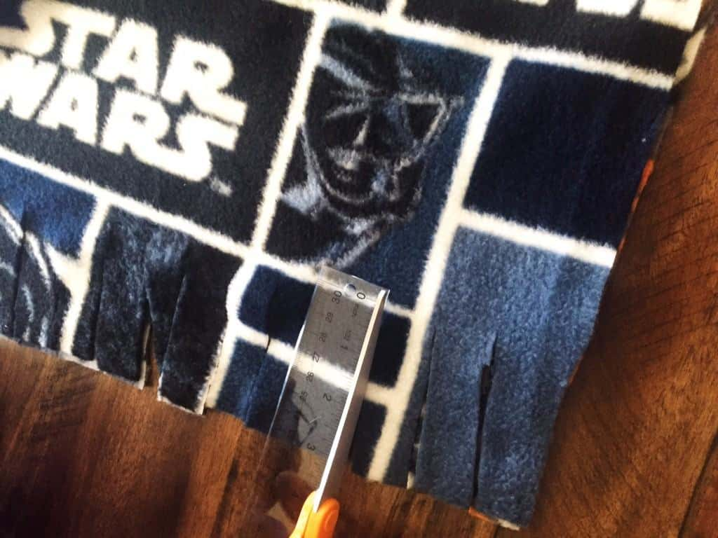 How to Make No Sew Star Wars Blanket for dogs
