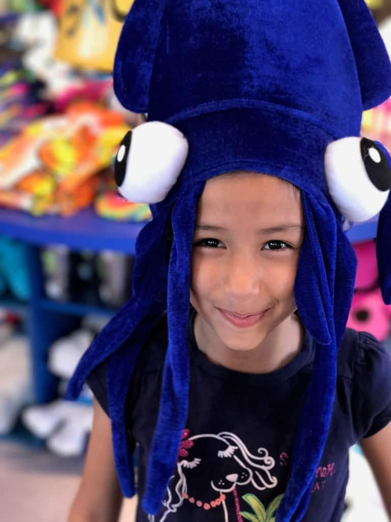 Kings Dominion with preschoolers and tweens is easy. Keep them happy by shopping in the gift shops.