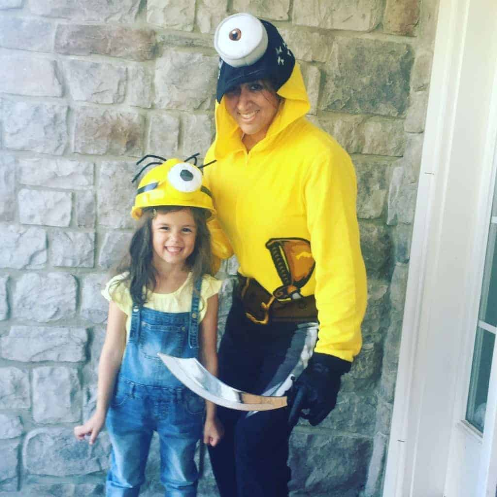 If you're looking for fun halloween costumes for moms, then be a minion with your child! Here's a DIY idea!