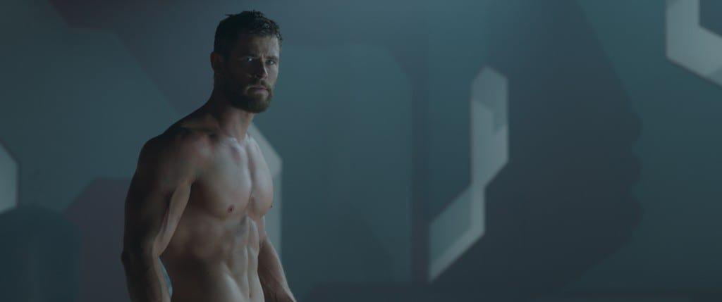 New Thor: Ragnarok trailer and pictures including a shirtless Thor.