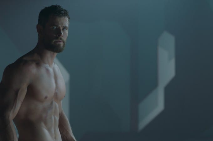 New Thor:Ragnarok pictures! Oh hey there, shirtless Thor.