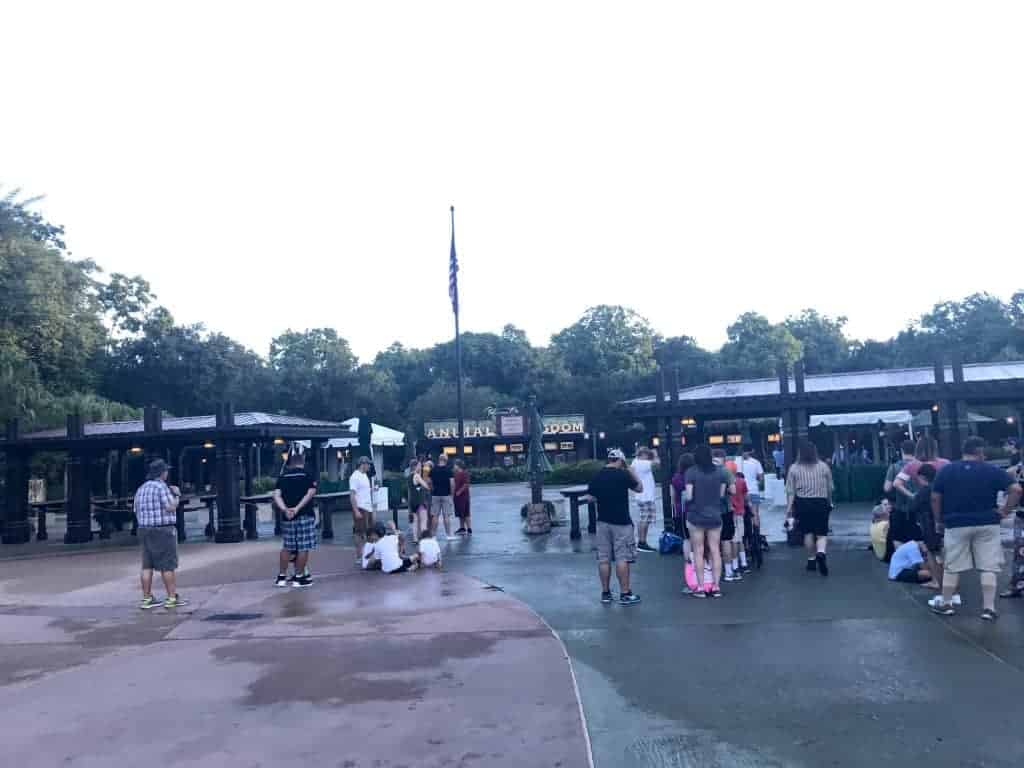 The view at 7:20 a.m. when we arrive for Rope Drop Pandora-The World of Avatar in Disney World.