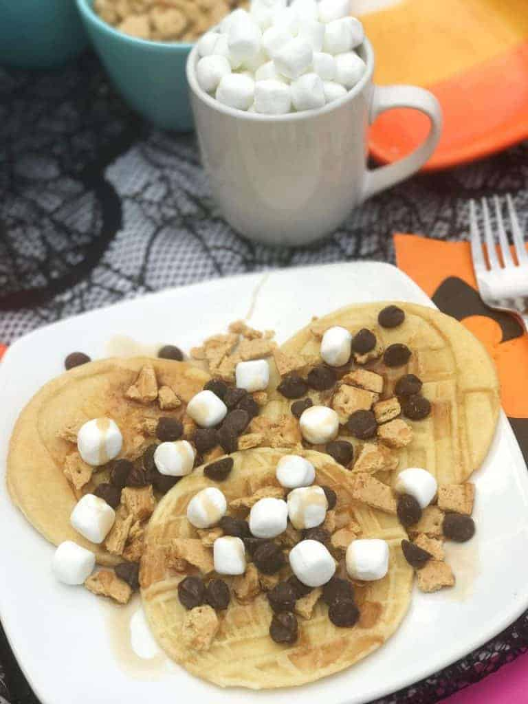 Looking for a fall treat? Try S'mores Star Wars Pancakes!