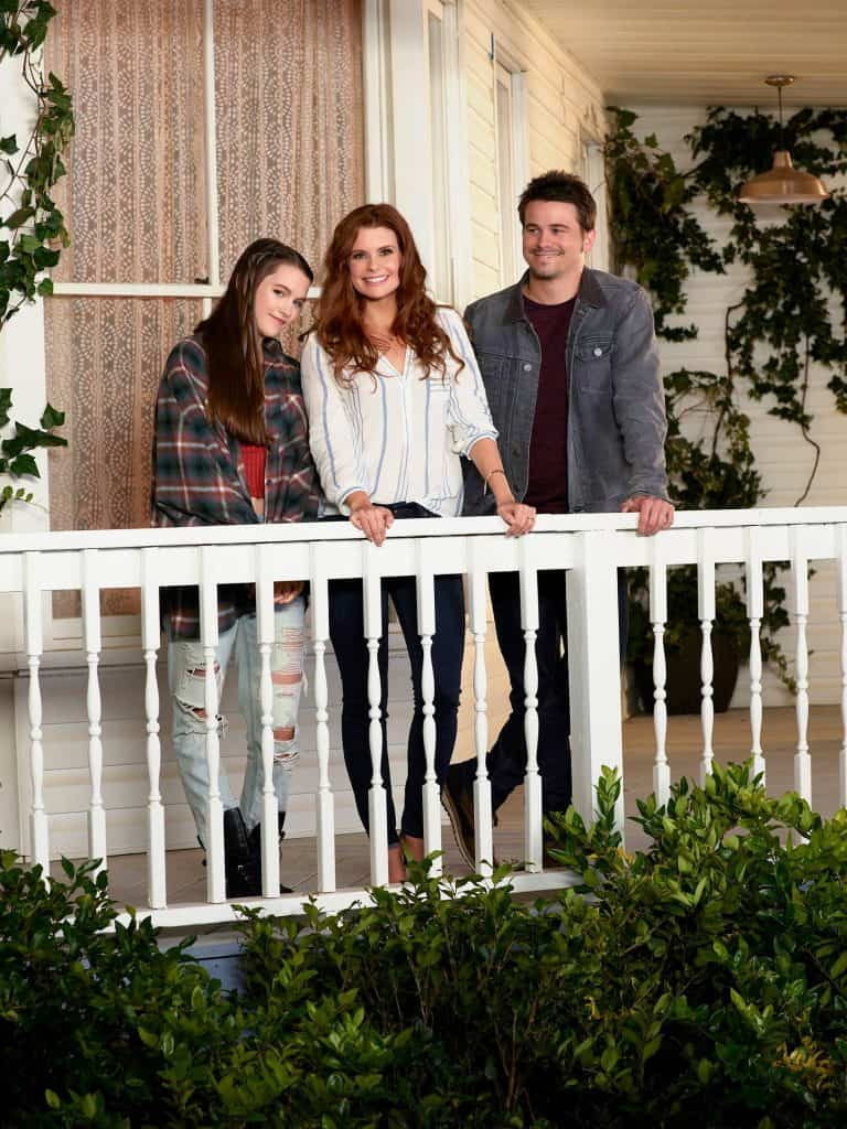 Jason Ritter and Joanna Garcia star as siblings in Kevin (Probably) Saves the World.