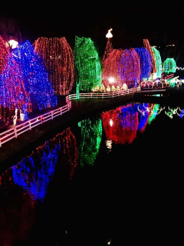 the holiday lights at hersheypark christmas candylane are stunning