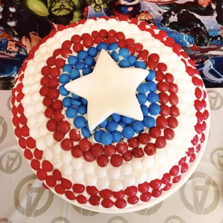 Make an easy Captain America cake for your Avengers fan!
