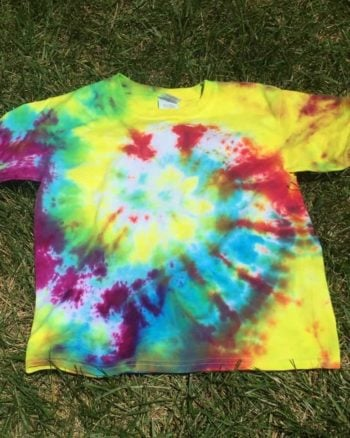How to Tie Dye Shirts in a Swirl Pattern