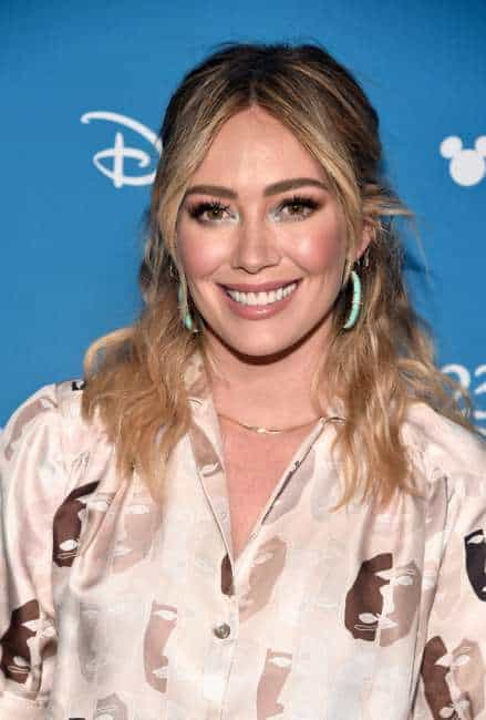 Hilary Duff stars an an older Lizzie McGuire in a new Disney+ series.