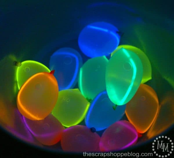 Free Summer Activity for kids - glow in the dark water balloon fight