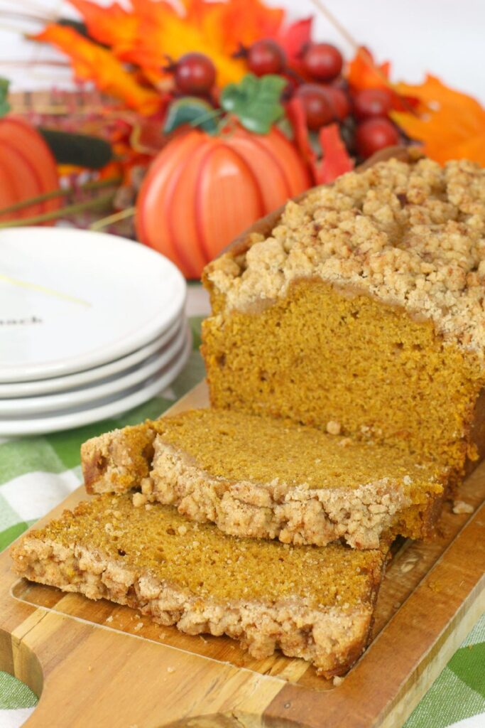 Easy Pumpkin Bread with Crumb Topping